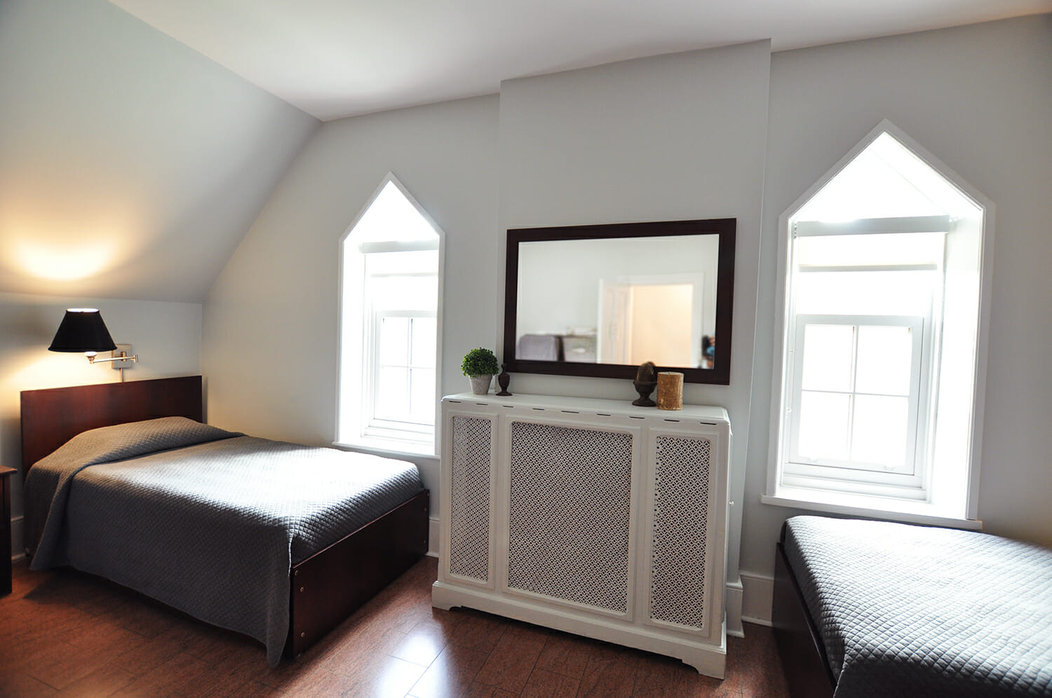 Two beds with grey bedding in Sullivan Centre bedroom.