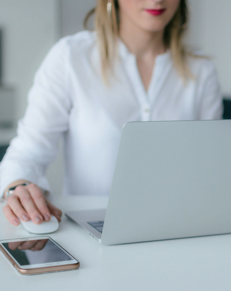 woman accessing online virtual addiction counselling